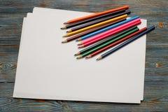 blyertspennor Dra med en blyertspenna draw som lärer till arkivfoto