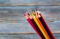 blyertspennor Dra med en blyertspenna draw som lärer till arkivbild