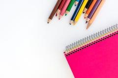 blyertspennor för bokanmärkning Dra tillbaka till skolafotografi Royaltyfria Bilder