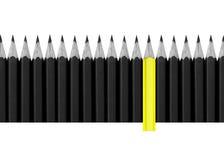 Blyertspennor för ett kors för ljus skillnad för färg höger isolerade trä, abstrackkonst Fotografering för Bildbyråer