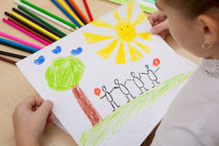 Blyertspennor för teckning för barn` s Arkivbild