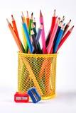 Blyertspennor i korg- och blyertspennavässare royaltyfria bilder