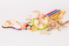 Blyertspennor med blyertspennasågspån Royaltyfri Bild