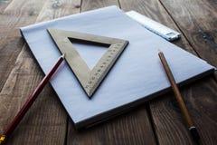 Blyertspennor och linjal nära det vita arket av papper royaltyfri bild