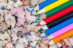 Blyertspennor på shavingsna Fotografering för Bildbyråer