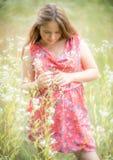 Blyg blick för ung flicka ner Arkivfoto