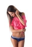 Blyg flicka som poserar i bikinin som isoleras på vit Royaltyfria Foton