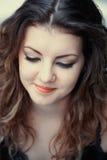 Blyg ung kvinna Arkivbild