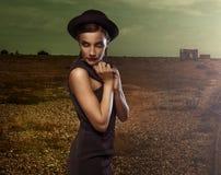 Blygsam elegant ung kvinna Fotografering för Bildbyråer