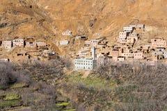 Blygsam traditionell berberby med kubikhus i kartbokmou Royaltyfri Fotografi