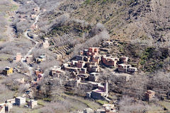 Blygsam traditionell berberby med kubikhus i kartbokmou Royaltyfria Bilder
