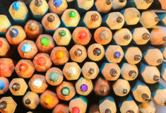 Blytaket av många ljusa kulöra blyertspennor Royaltyfri Fotografi