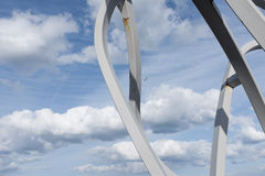 Blyth, Northumberland, UK 27 2015 Kwiecień Abstrakcjonistyczny widok duch Staithes rzeźba przeciw dramatycznemu niebu Fotografia Royalty Free