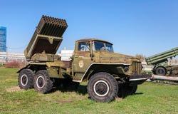 BM-21毕业122 mm多管火箭炮 库存图片