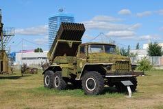 BM-21 hagelet på basen av den Ural 375D bilen Tekniskt museum K G Sakharova Togliatti Royaltyfri Foto
