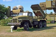 BM-21 hagelet på basen av den Ural 375D bilen Tekniskt museum K G Sakharova Togliatti Arkivfoton