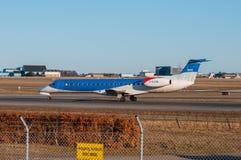 BMI地方巴西航空工业公司ERJ-145飞机在哥本哈根机场 免版税库存照片