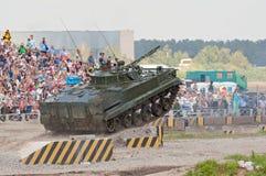 BMP-3从舷梯跳 免版税库存照片