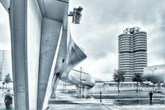BMW博物馆和BMW鞭痕 图库摄影