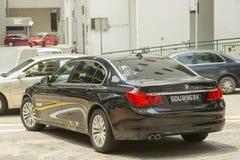 BMW在街道的7系列汽车在新加坡 库存图片
