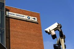 BMW小组在捷克总部修造的公司商标 免版税库存图片