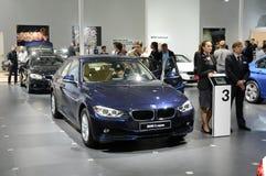 BMW的第三个系列 莫斯科国际汽车沙龙亮光交通 免版税库存照片