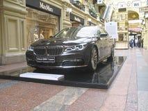 BMW的100年 国务院商店 莫斯科 7个bmw系列 免版税库存照片