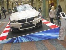 BMW的100年 国务院商店 莫斯科 白色BMW M4 体育系列 库存照片
