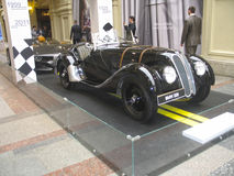 BMW的100年 国务院商店 莫斯科 黑BMW 有历史的汽车 库存照片