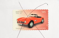 BMW 507 κόκκινο ανοικτό αυτοκίνητο στο γερμανικό γραμματόσημο 2015 Στοκ φωτογραφία με δικαίωμα ελεύθερης χρήσης