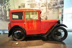 BMW 3/15,第一辆汽车乘在显示的BMW生产了在BMW博物馆 免版税库存图片
