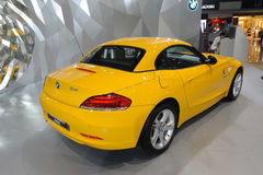 BMW amarelo Z4 sDrive23i Fotos de Stock