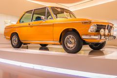 BMW arancio 2002ti - Oldtimer Immagine Stock Libera da Diritti