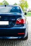 BMW azul E60 545 i Imagem de Stock Royalty Free