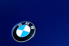 BMW Badge en el coche azul Foto de archivo libre de regalías