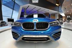 BMW X4 begreppsbil på skärm på BMW världen Royaltyfria Bilder