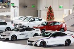 BMW bilar på utställningen Arkivbild