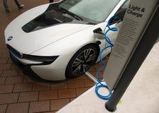 BMW bonde i8 e sistema da luz & da carga Foto de Stock Royalty Free