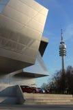 BMW-Borte MÃ ¼ nich, Deutschland und Olympiaturm Stockfotografie