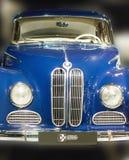 BMW 502 des Weinleseauto-Frontabschlusses mit 1959 Deutschen oben Stockfoto