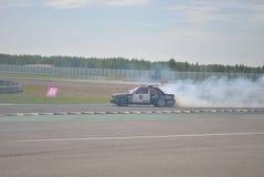 BMW e30 nastrajania dym toczy strojeniowego samochód wyścigowego, drif, rds Zdjęcia Royalty Free