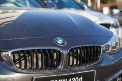 BMW emblem på en bmw-bil arkivbilder