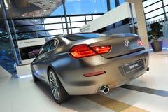 BMW grankupé för 6 serie på skärm på BMW världen Royaltyfria Bilder