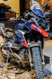 BMW GS motocykl w budka BMW Motorrad Fotografia Royalty Free