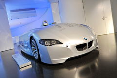 BMW H2R väten drev den tävlings- bilen på skärm i BMW museet Arkivfoton
