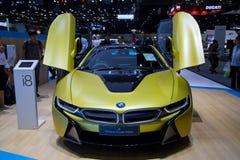 BMW i8质子的结冰的黄色编辑 免版税库存照片