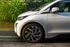 BMW i1 in Franse stadsstraat die wordt geparkeerd Royalty-vrije Stock Foto