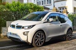 BMW i1 in Franse stadsstraat die wordt geparkeerd Royalty-vrije Stock Fotografie