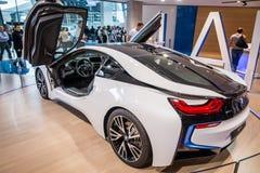 BMW i8 på skärm royaltyfria bilder