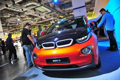 BMW i3 stads- elbil på skärm på BMW världen 2014 Arkivfoton
